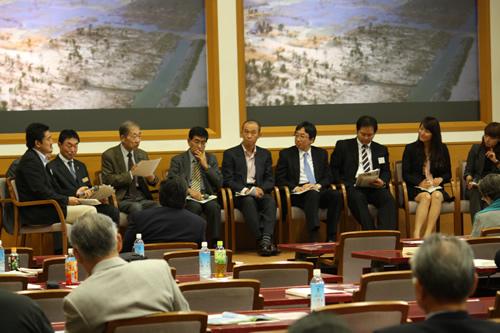 防災と森林 復興に関する国際フォーラム(2012年10月・左から二人目が河野前次長)
