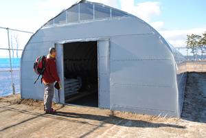 我々もSomething New。前田建設工業㈱のご支援による資材収納用倉庫です