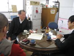 鈴木会長は地元の歴史とマツとの関わりを中心に取材を受けました。