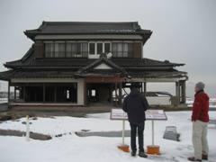 名取市海岸林再生の会 鈴木英二会長のご自宅。 ご本人は「震災を伝えるものとして、何とか残したい」とお考えです