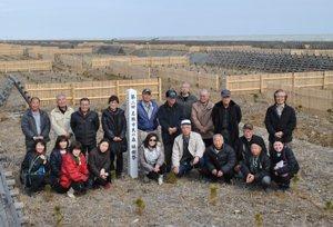 種苗組合の各生産者が育てた苗木と、再生の会の苗木との違いが午前中の実踏研修の焦点となった。