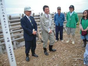 植樹祭に参加いただいた520名、村井嘉浩宮城県知事、佐々木一十郎名取市長に植えていただいた苗は、今のところ大丈夫です!