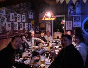 4つぐらいのグループに分かれて大盛り上がり。このテーブルには「名取市海岸林再生の会」メンバーとチーム草加、ニコン、アイベックスエアラインズ、個人で東京から参加してくれているIさん、そして一番左にいつのが私です
