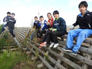 北仙台中学校2年生8名は、生長モニタリング調査・土壌調査を、申し分なくキッチリやってくれました