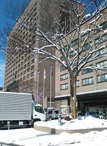 仙台は積雪20㎝。雪の宮城県庁