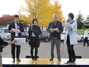 左から、TBC伊藤アナ、ico.、水戸正美(NPO法人 生涯学習実践塾 理事長)、TBC藤澤アナ