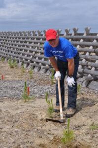 ボーイング・ジャパン社長も奥さんと現場で終日保育作業にボランティア参加(2014年)